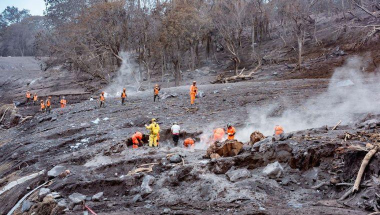 Conred permitirá el ingreso de personas a la zona cero para el rescate de cuerpos por tragedia del Volcán de Fuego. (Foto Prensa Libre: Conred)
