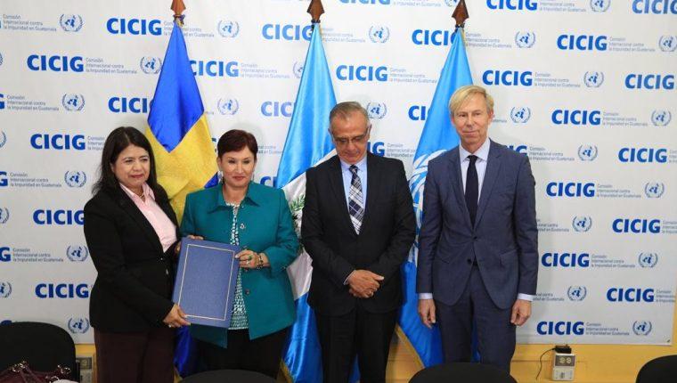 Rebeca Arias, de la ONU; Thelma Aldana, del MP; Iván Velásquez, de la Cicig, y Anders Kompass, durante actividad en la Cicig. (Foto Prensa Libre: Hemeroteca PL)