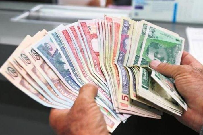 Agencias bancarias atenderán en ventanillas especiales por asueto del 1 de noviembre. (Foto Prensa Libre: Hemeroteca)