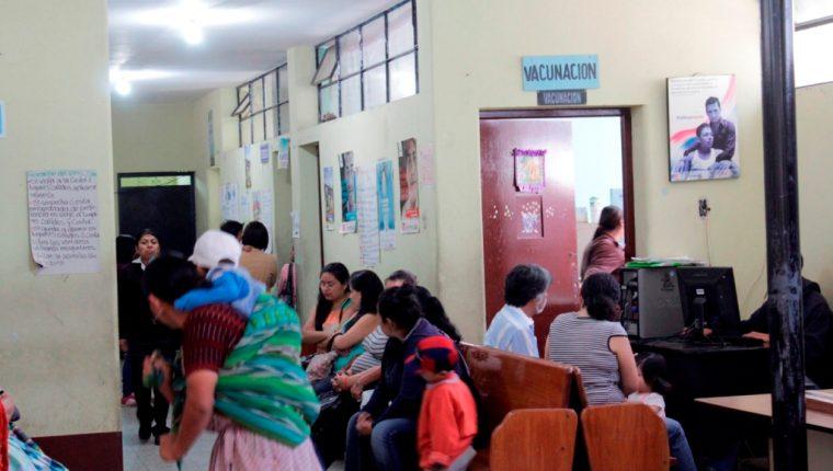 Alrededor de 800 mil dosis de vacunas están pendientes de ser administradas a niños, según Salud (Foto Prensa Libre: Hemeroteca PL).