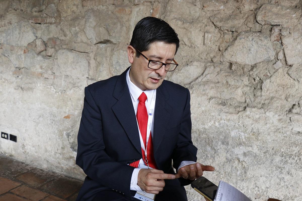 José Durán Lima, Oficial de Asuntos Económicos de Cepal, explicó que por cada dólar invertido en exonerar impuestos, las zonas francas deben informar cuántos se generan en empleo y encadenamiento productivo. (Foto Prensa Libre: Julio Sicán)