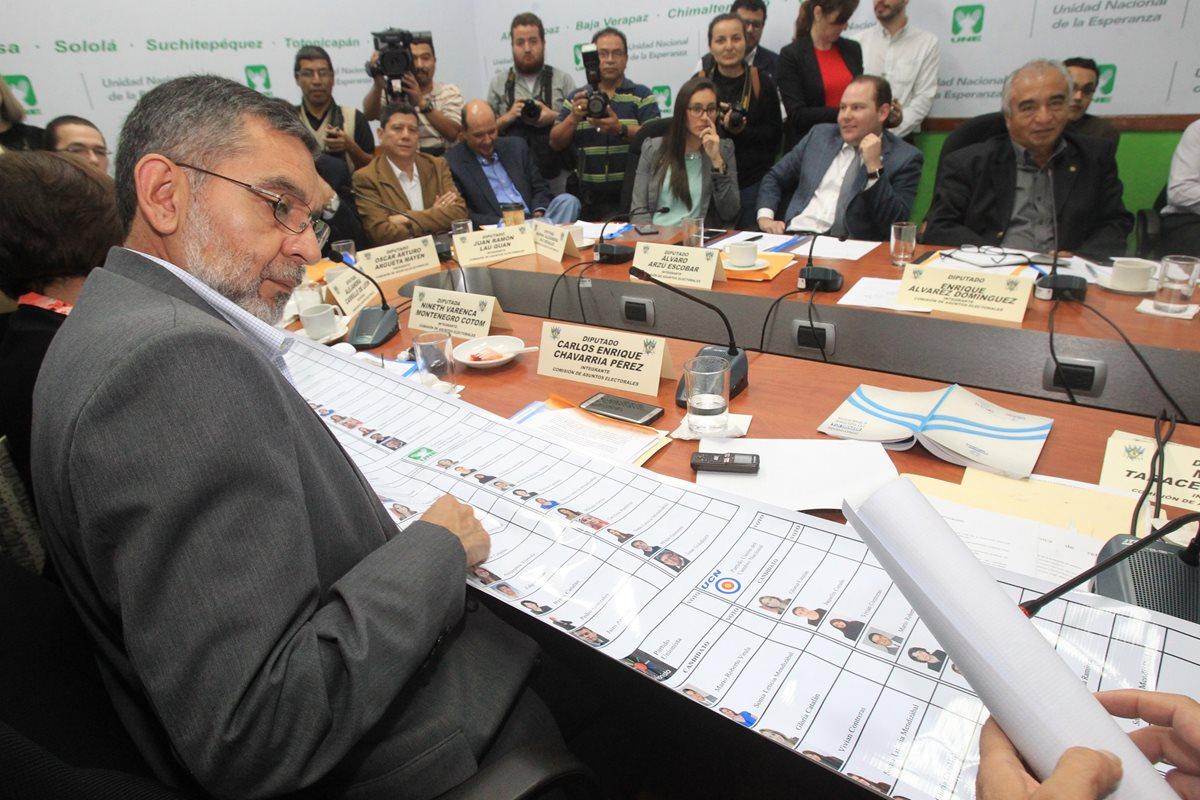 Diputados discuten reforma electoral sin oír a ciudadanía ni TSE