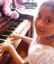 Yahaira Tubac aprendió a tocar el piano gracias al método Suzuki desde los 2 años y medio. (Foto Prensa Libre: Beatriz Tercero)