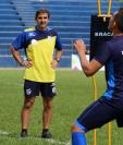 El estratega Fabricio Benítez está satisfecho con el desempeño de sus jugadores, pero triste por no poder pelear el título. (Foto Prensa Libre: Eduardo Sam Chun)