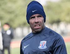 Carlos Tevez no tuvo un buen debut en la Liga de Campeones Asiática, al quedar eliminado. (Foto Prensa Libre: AFP)