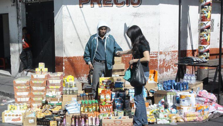 En algunas áreas del mercado San José, de la colonia Quinta Samayoa, en la zona 7 capitalina, se pueden apreciar productos de contrabando. (Foto Prensa Libre: Hemeroteca)