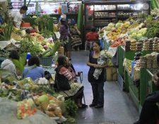 Los locatarios aseguran que todos sus productos son frescos y de la mejor calidad. Foto Prensa Libre: Edwin Bercián.