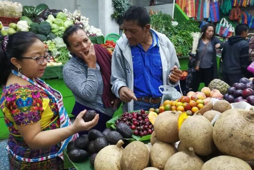 Los precios de los productos en la economía subieron en promedio de 2.31% durante el 2018, reporta el INE. (Foto Prensa Libre: Urías Gamarro)