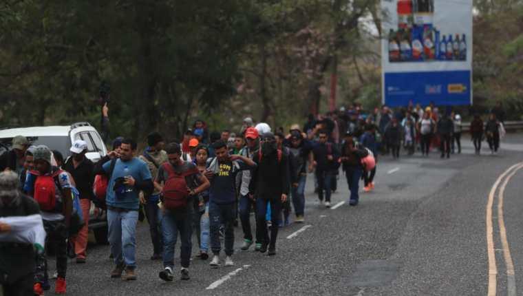 Una de las caravanas de hondureños que se formó a inicios de este año y que ingresó a Esquipulas, Chiquimula. (Foto Prensa Libre: Hemeroteca PL)