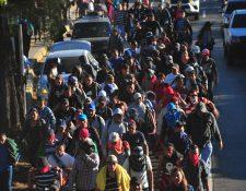 Imagen de una de las caravanas que se han formado desde el año pasado. Miles de salvadoreños y hondureños han pasado por Guatemala sin la mínima intención de quedarse en el país. (Foto Prensa Libre: Hemeroteca PL)