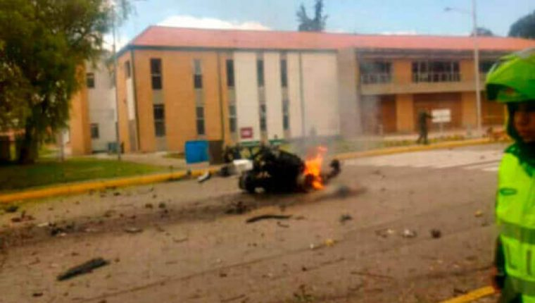 La policía confirmó que se trató de la explosión de un carro bomba. (Foto Prensa Libre: Tomada de Noticias Caracol)