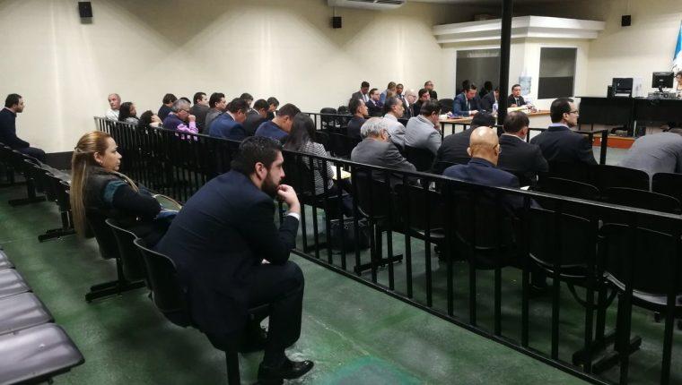 """En la """"megasala"""" el juez Eduardo Cojulún escuchó el testimonio de los sindicados en el el caso Transurbano. (Foto Prensa Libre: Kenneth Monzón)"""