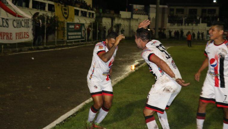 Los jugadores de Quiché festejaron frente a Malacateco. (Foto Prensa Libre: Héctor Cordero)
