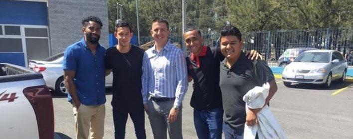 Jonathan López, Manuel de León y Wilfred Velásquez luego de la reunión con el presidente de la Fedefut, Jorge Mario Véliz. (Foto Prensa Libre: Cortesía La Red)