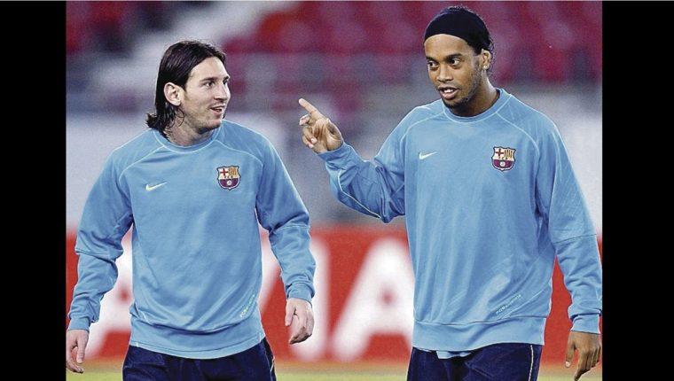 Lionel Messi afirma que aprendió mucho de Ronaldinho cuando jugaron juntos en Barcelona. (Foto Prensa Libre: Hemeroteca PL)