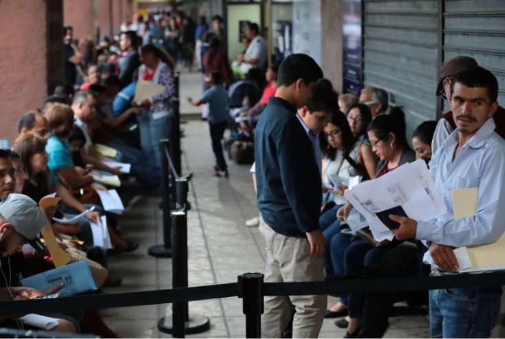 Migración puso en marcha ciertas medidas para evitar retrasos y cobros indebidos a quienes necesitan tramitar el pasaporte. (Foto Prensa Libre: Hemeroteca PL)
