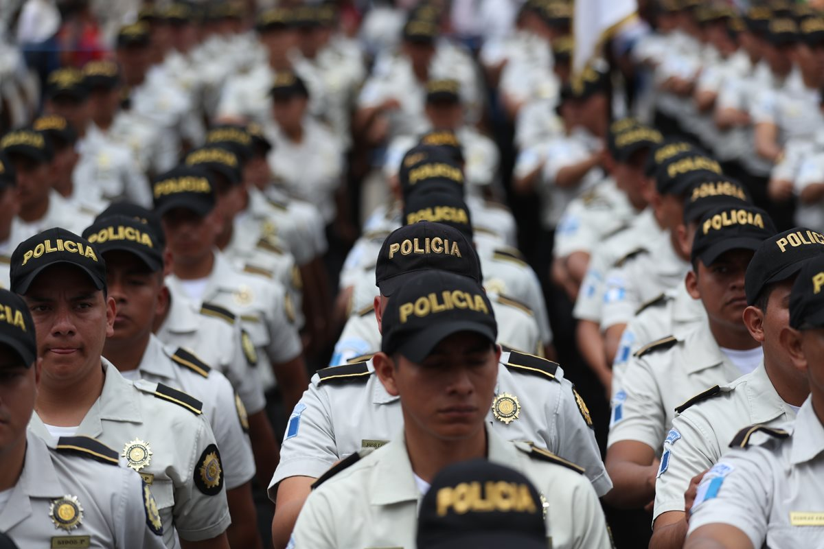 Diputados evaluaron los ascensos y destituciones de policías promovidas durante la gestión de Enrique Degenhart. (Foto Prensa Libre: Hemeroteca PL)