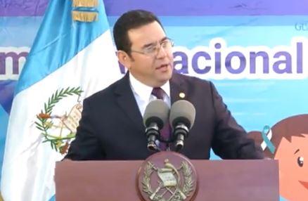 Jimmy Morales, durante su discurso en escuela capitalina.