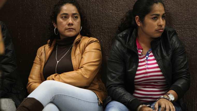 María Isabel Sales López, esposa de Guayo Cano, -chumpa beige- enfrenta proceso penal por lavado de dinero y asociación ilícita. (Foto Prensa Libre: Hemeroteca PL)