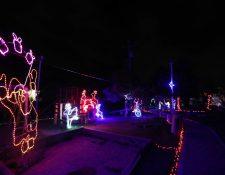 En el Parque Artesanal de Salcajá, Quetzaltenango, fueron instaladas 200 mil luces led, un espectáculo para fisfrutar en familia. La entrada para presenciar el espectáculo es pagado. (Foto Prensa Libre: Mynor Toc)
