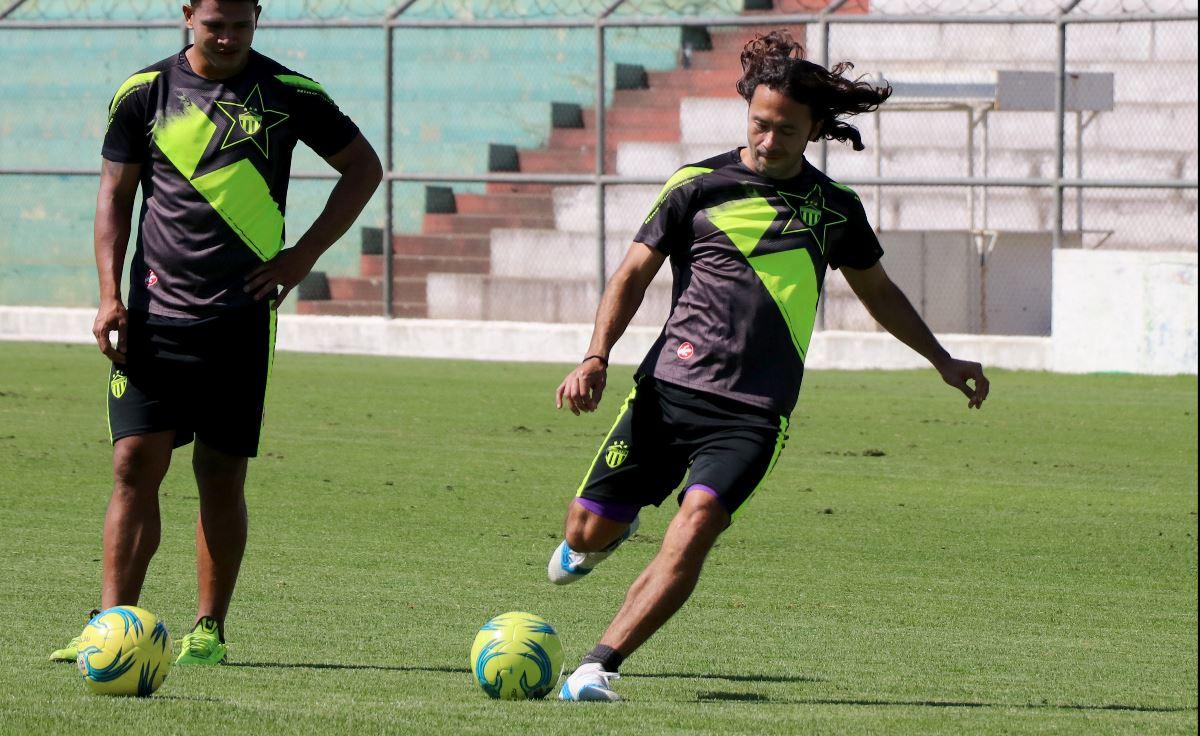 Agustín Herrera durante el entrenamiento de la semana de Antigua previo al choque contra Sanarate. (Foto Prensa Libre: Remato Melgar).