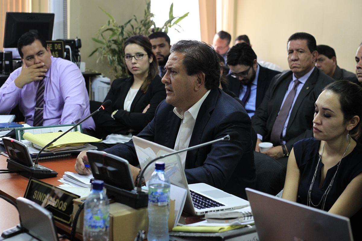 Gustavo Alejos se defiende ante el Juzgado Sexto Penal. (Foto Prensa Libre: Paulo Raquec)