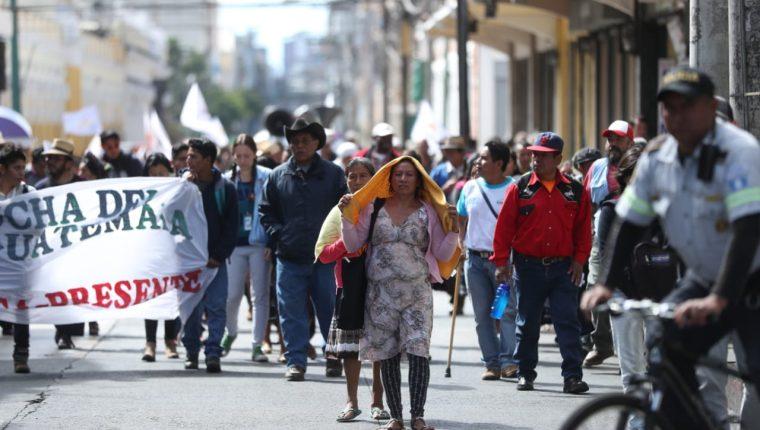Campesinos demandan nacionalización de servicios y una Asamblea para una nueva Constitución Política. (Foto Prensa Libre: Esbin García)