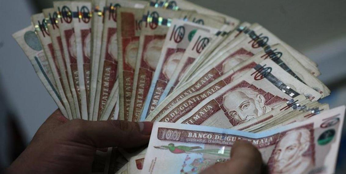 El Banco de Guatemala alertó a la población a detectar los billetes falsos y realizar la denuncia correspondiente. (Foto Prensa Libre: Hemeroteca)