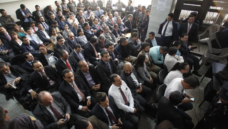 La primera declaración de los sindicados por el proceso Cooptación del Estado se postergó ocho días por la falta de espacio en la sala de audiencias. (Foto Prensa Libre: Hemeroteca PL)