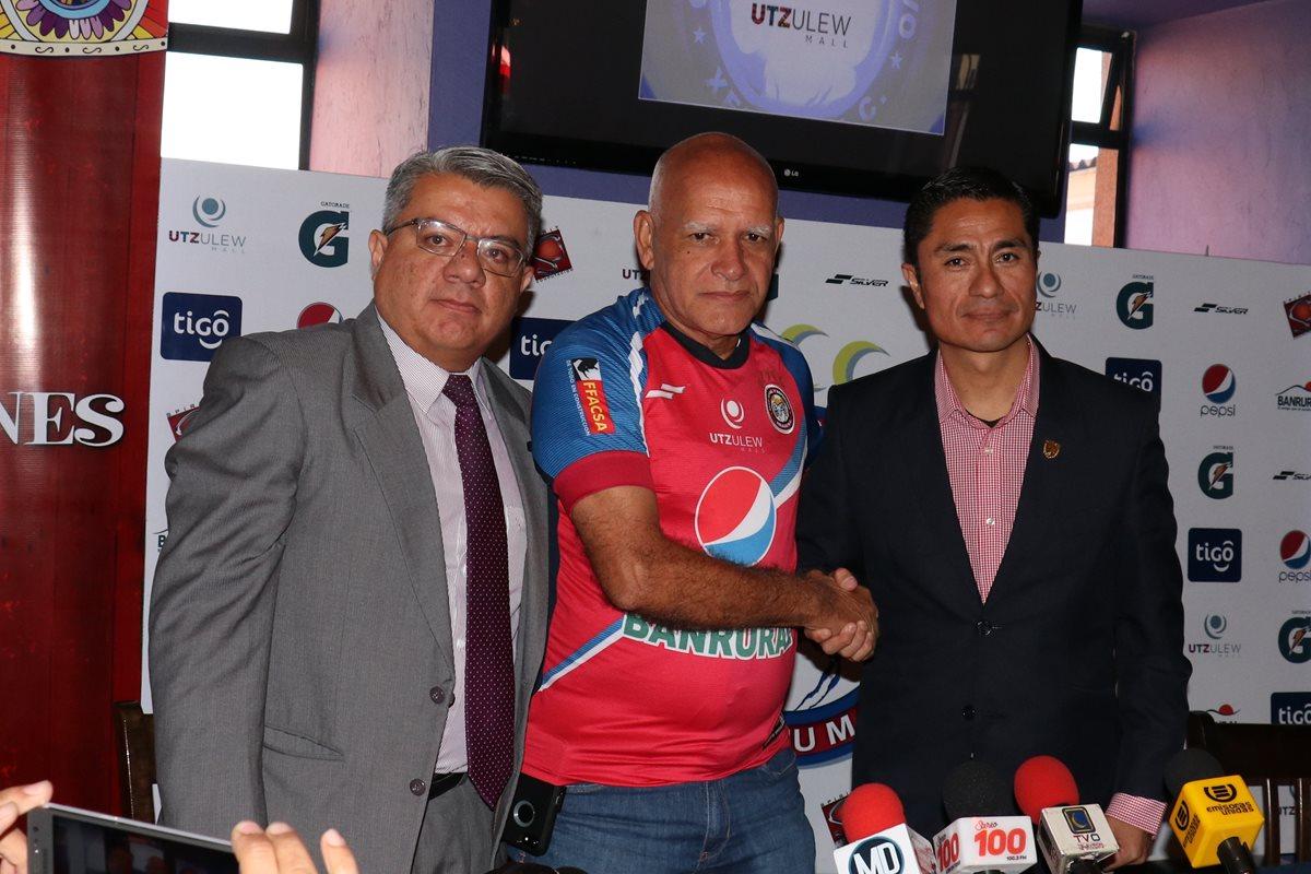 Wálter Claverí se traza ambiciosos objetivos en su presentación con Antigua GFC. (Foto Prensa Libre: Raúl Juárez)