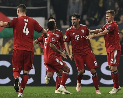 Los jugadores del Bayern Munich celebran el triunfo contra el AEKA Atenas, en la Champions League. (Foto Prensa Libre: AFP)