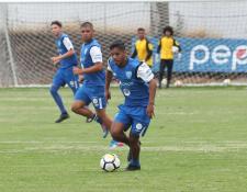 El seleccionado Esnaydi Zúñiga busca un lugar en Deportivo Petapa en la categoría mayor. (Foto Prensa Libre: Edwin Fajardo)