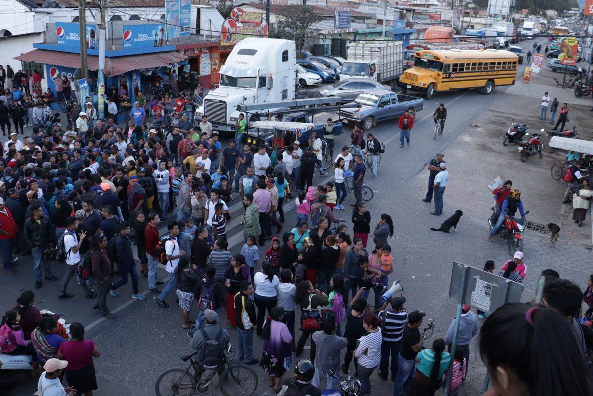 Alcalde de El Tejar no dejará el cargo, aunque lo prometió este viernes a pobladores descontentos