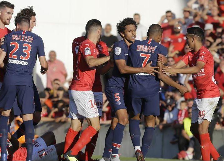 "Mbappé ""deberá estar a la altura"", dice Deschamps tras la roja al delantero"