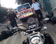 Captura del video donde Wilbert Mejía discute con uno de los bomberos involucrados en el incidente vial.