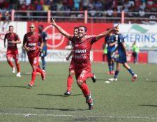 Jorge Sánchez festeja después de haber anotado un gol de Malacateco en el partido contra Municipal, que se disputó en el estadio Santa Lucía. (Foto Prensa Libre: Mynor Toc).