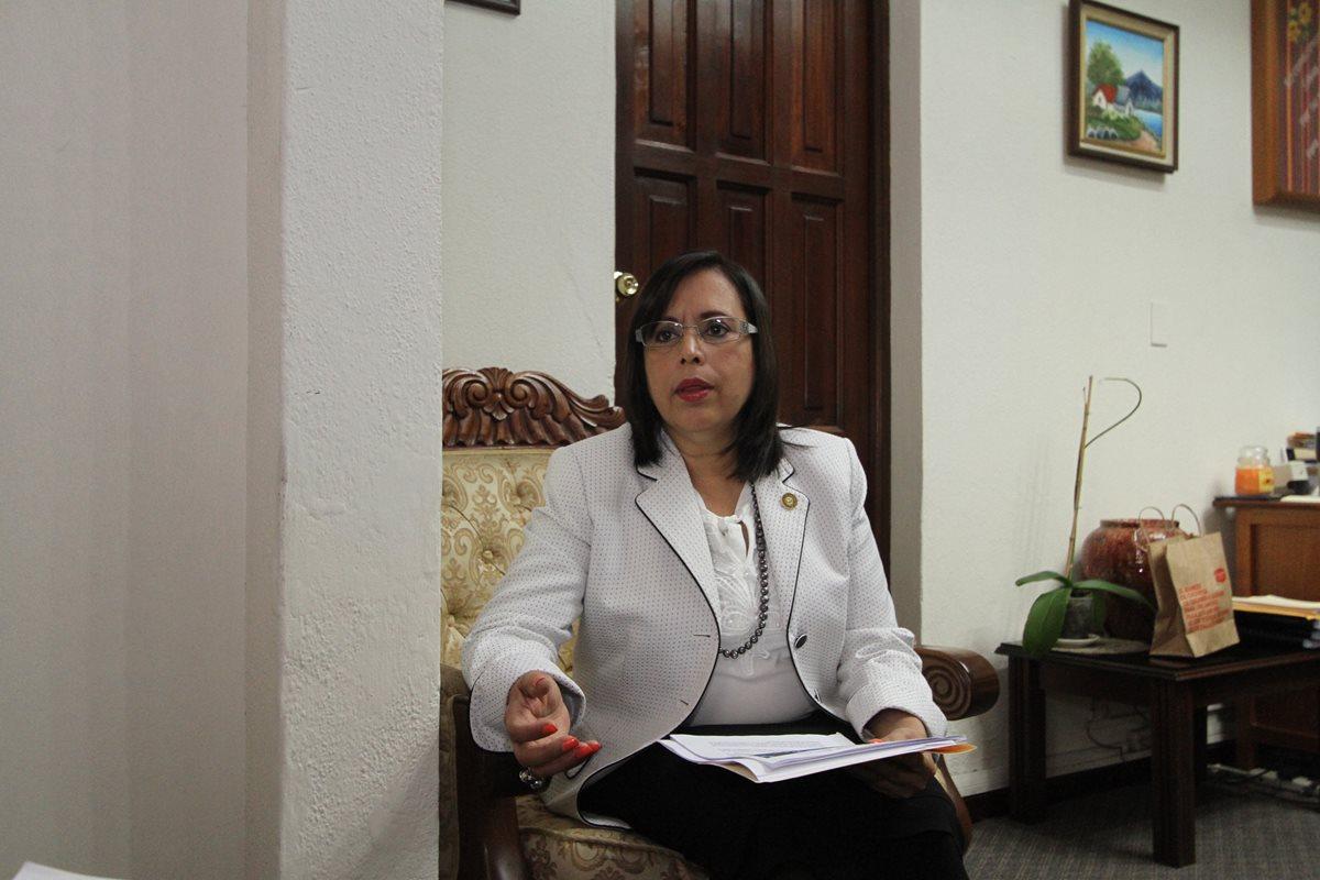 La magistrada Silvia Verónica García Molina explicó detalles del XVII Encuentro Iberoamericano de Magistradas de los Más Altos Órganos de Justicia. (Foto Prensa Libre: CSJ)