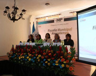 Autoridades del Ministerio Público y representantes de organizaciones internacionales, durante la inauguran la Fiscalía Municipal de Atescatempa, Jutiapa. (Foto Prensa Libre: Hugo Oliva)