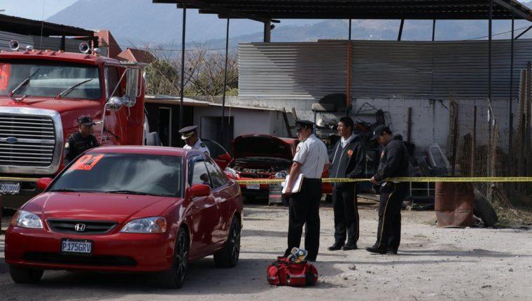 Un guardia de seguridad fue localizado sin vida en un predio de tráileres. (Foto Prensa Libre: Víctor Chamalé)