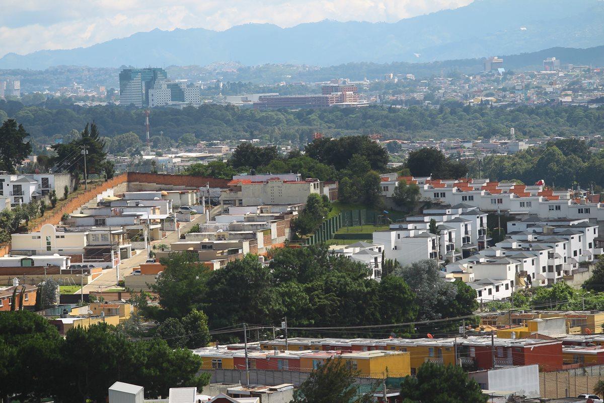 Vista de una colonia de Ciudad San Cristobal, cuyo auge en residenciales y comercios se ha incrementado en los últimos años. (Foto Prensa Libre: Álvaro Interiano)