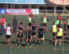 Los jugadores de Xelajú MC volvieron al trabajo después de caer contra Cobán Imperial el sábado anterior. (Foto Prensa Libre: Raúl Juárez)