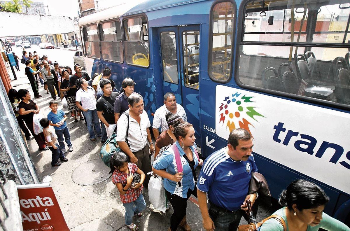 Una investigación vincula al Gabinete de ministros de Álvaro Colom en delitos de fraude y peculado. (Foto Prensa Libre: Hemeroteca PL)