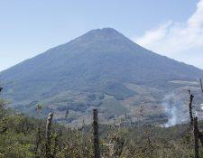 El volcán Acatenango tiene una altitud de tres mil 800 metros sobre el nivel del mar y se ubica entre Chimaltenango y Sacatepéquez. (Foto Prensa Libre: Hemeroteca PL)