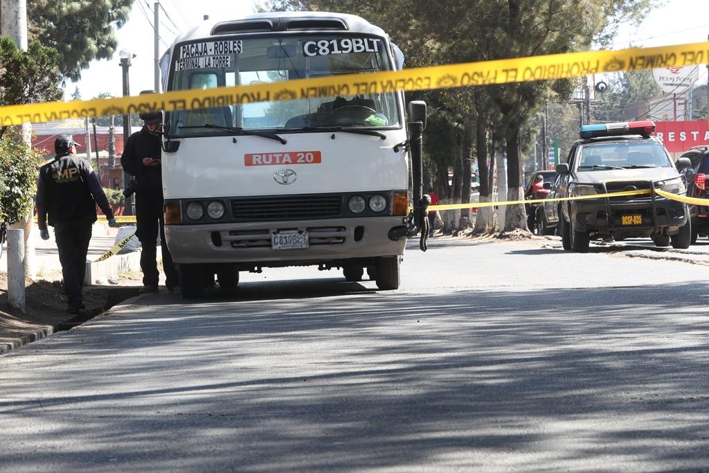 Delincuentes hieren de bala a ayudante de bus que evitó asalto a pasajeros en la zona 3