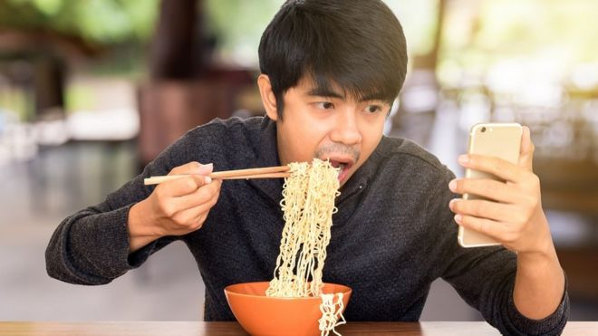 Si puedes controlar lo que comes, ¿por qué no también la tecnología que usas? (FOTO: GETTY IMAGES)