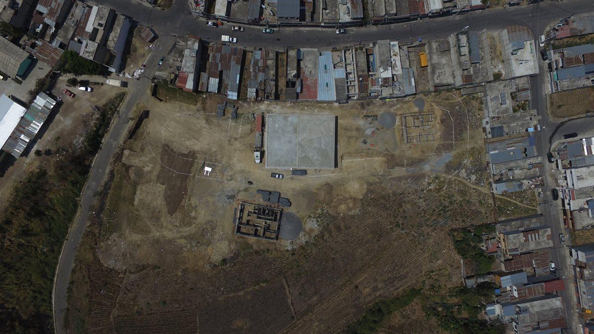 El área en que se construyen los edificios estuvo inhabitada durante 23 años. (Foto Prensa Libre: Alvaro Interiano, tomada con DronPL)
