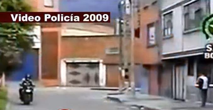 En Colombia, se descubrió que una unidad de policía contaba con equipo especial para grabar montajes. (Captura de YouTube)