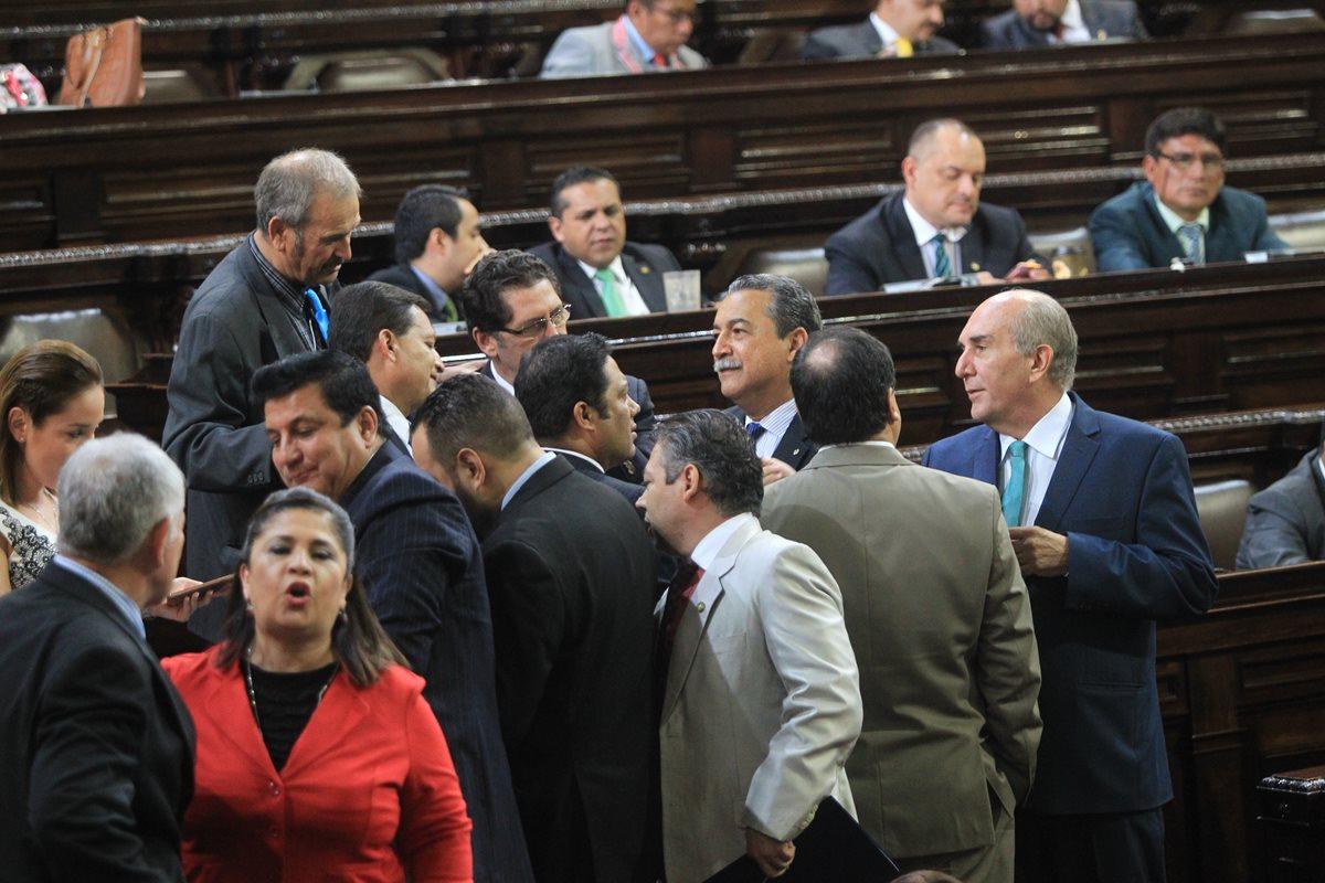 Un eventual retiro de la inmunidad a Jimmy Morales requiere de 105 votos de diputados. (Foto Prensa Libre: Esbin García)