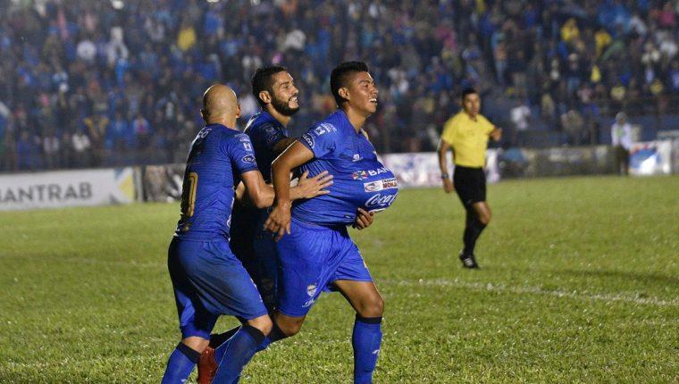 El jugador cobanero Yonathan Morán está ilusionado con ser uno de los protagonistas del Cobán Imperial. (Foto Prensa Libre: Eduardo Sam Chun)
