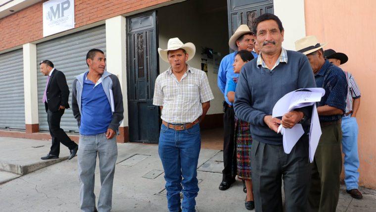 Vecinos presentaron la denuncia en el MP en agosto del año pasado. (Foto Prensa Libre: Carlos Ventura)